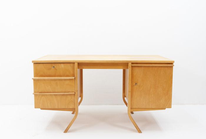Cees Braakman för Pastoe, EB40 Desk år 1952. Foto: Catawiki.