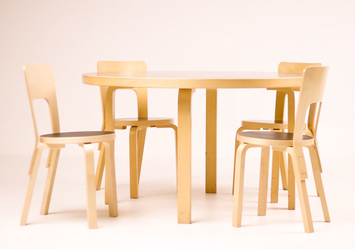 Alvar Aalto / Artek Finland, Dining Table with 4 Chairs, current production. Photo: Catawiki