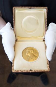 Nobel-Prize-Medal-228x350