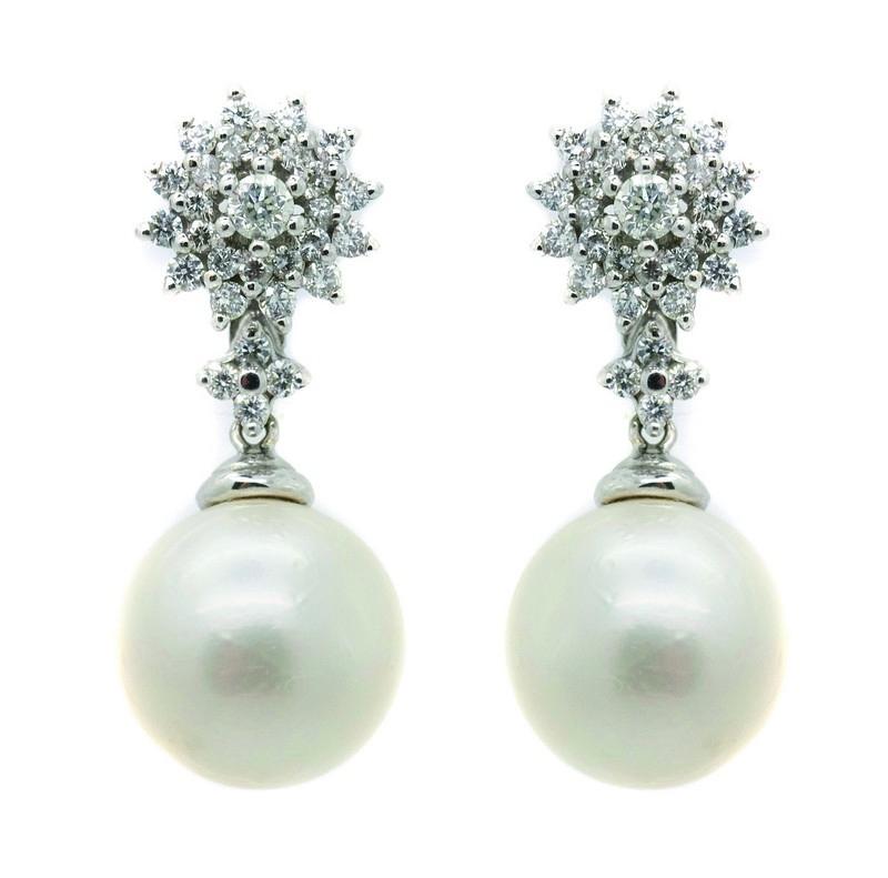 Pendientes rosetón en oro blanco con diamantes talla brillante engastados en garras