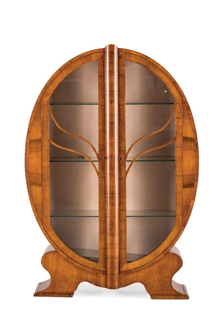 Lote 501: Vitrina Art Decó de nogal. Precio de salida: 450 €