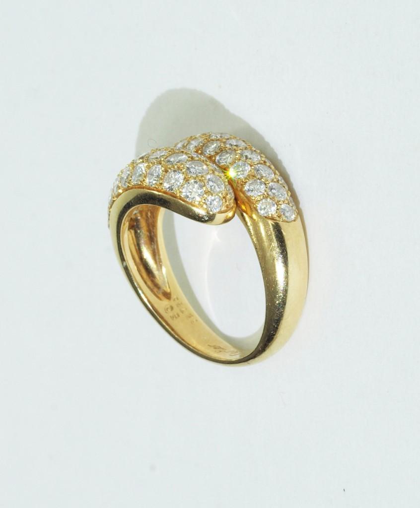 CARTIER - Ring aus Gelbgold mit Brillanten (zus. ca. 1,2 ct), 1994 Startpreis: 2.200 EUR