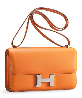 Hermèsväska i orange skinn. Kan bli din till det fasta priset av 14,500 USD. Christie's Online Shop