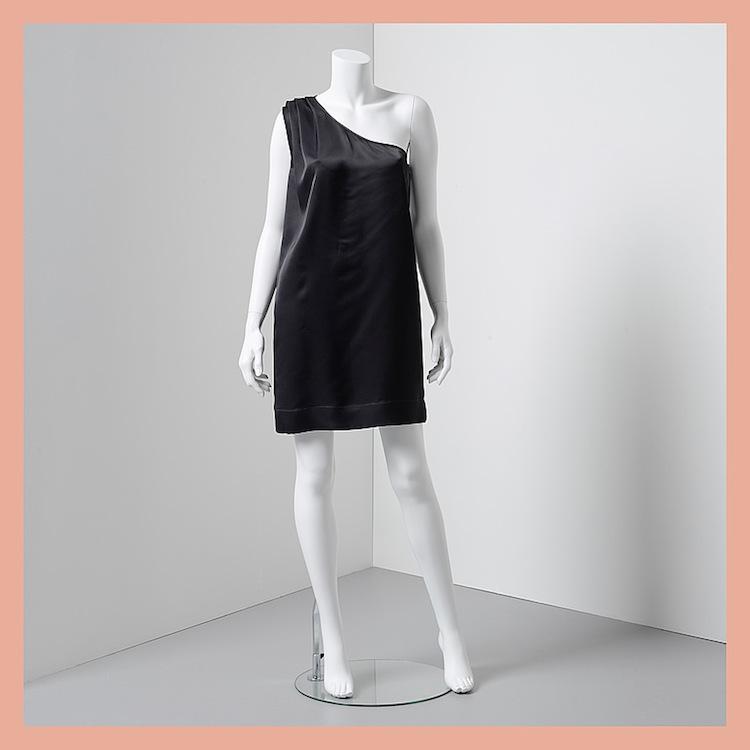 """Den här """"lilla svarta"""" i siden av Stella Mc Cartney ropas ut för 2 000 kronor på Bukowskis Market"""