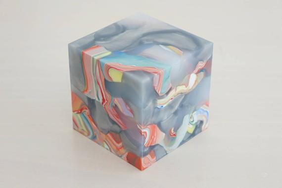 Matthias-van-Arkel_Mini-cube_SCARF_konstmässa-på-nätet