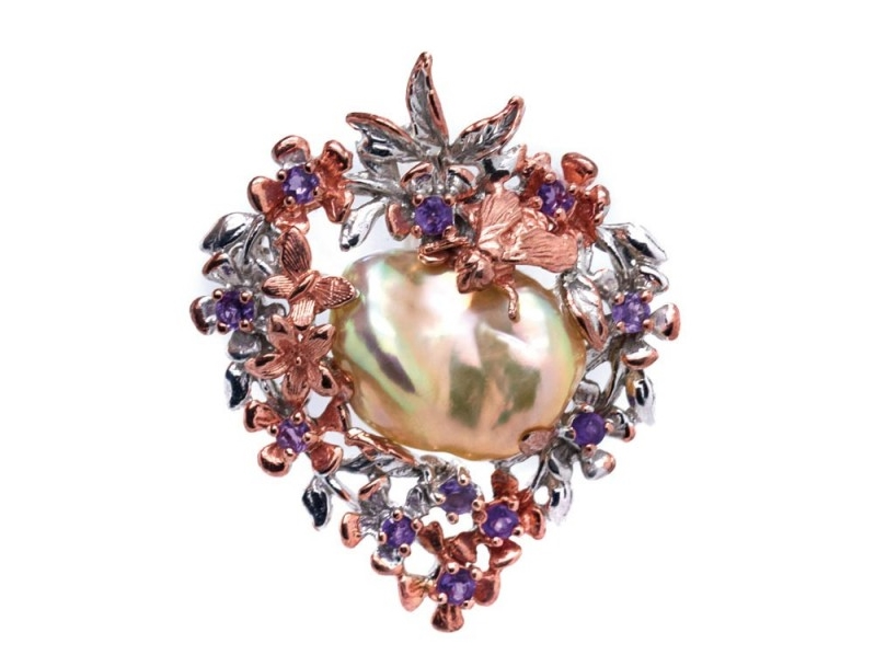 Broche en plata y plata dorada con perla barroca y amatistas talla redonda