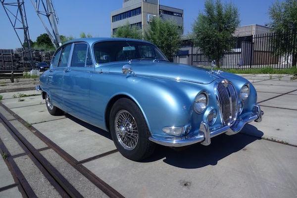 Jaguar, S-Type 3.8L Sportlimousine, 1966. Utropspris: 308 000 - 400 000 kronor.