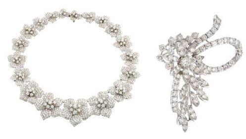 À gauche: Collier floral en diamants À droite: Broche fleurs en diamants
