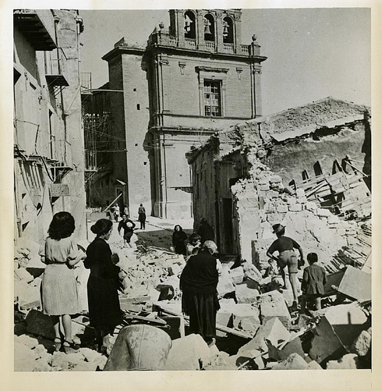 "ROBERT CAPA. ""Ruins of Agrigento"". Silver gelatin (1943). Photo: Be-Hold."