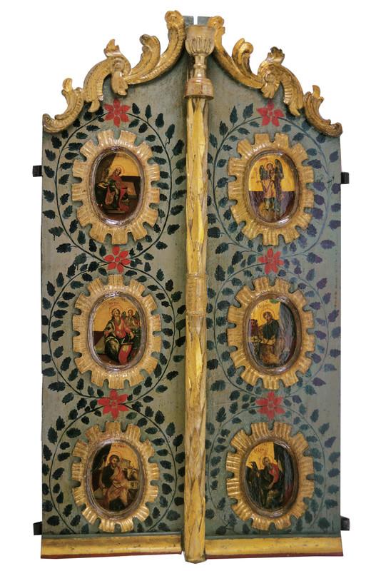 Zweiflügelige Tür mit Verkündigung und den vier Evangelisten, bemaltes Holz, teilweise vergoldet/versilbert, 153,5 x 43,2 cm bzw. 46,2 x 2,4 cm, 2. Viertel 19. Jh. Schätzpreis: 2.900-3.500 EUR