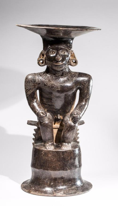 Encensoir cérémoniel présentant un chef assis sur un piédestal en forme de cloche stylisée Manteño, Province de Manabi, Equateur, 850-1500 après JC