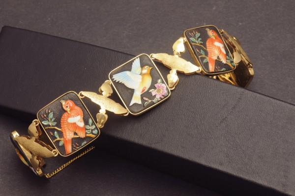 Armband aus GG mit Darstellungen orientalischer Vögel