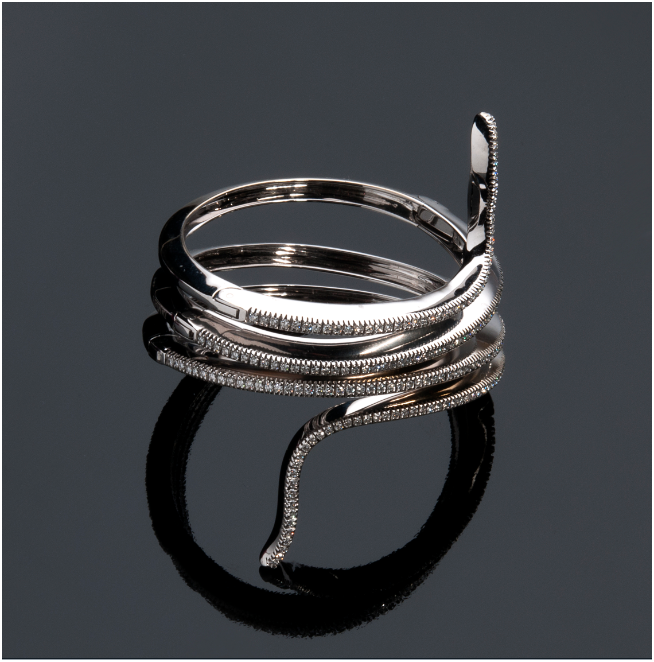 DAMIANI - white gold bracelet in snake design with diamonds (2.64 ct), can also be worn as a necklace Estimate: 14 000-18 000 EUR