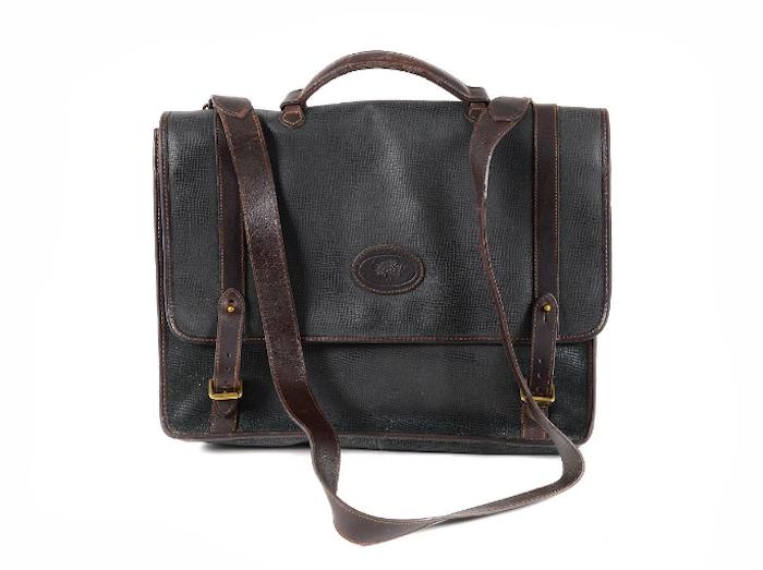PORTFÖLJ, MULBERRY, vintage,mörkgrön mossgrain, rödbrunt läder, 38x30x12 cm, axelrem. Visst slitage. Utropspris: 1 400 SEK. Kaplans Auktioner