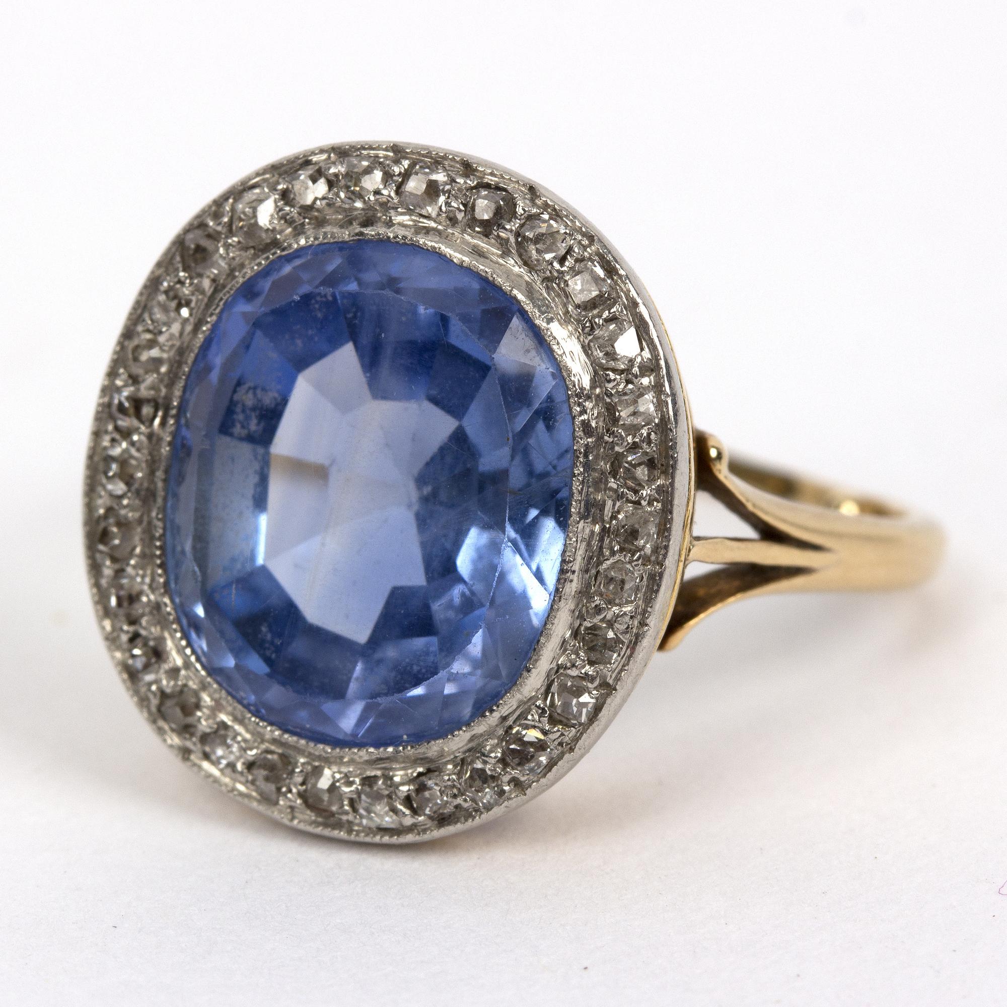 蓝宝石和钻石戒指。图片提供:雀立拍卖行。