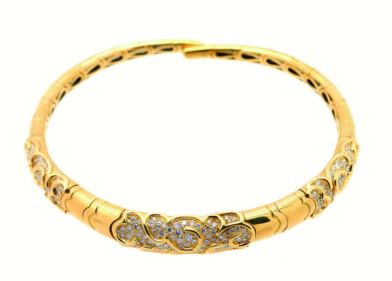 Gargantilla semirrígida en oro con diamantes