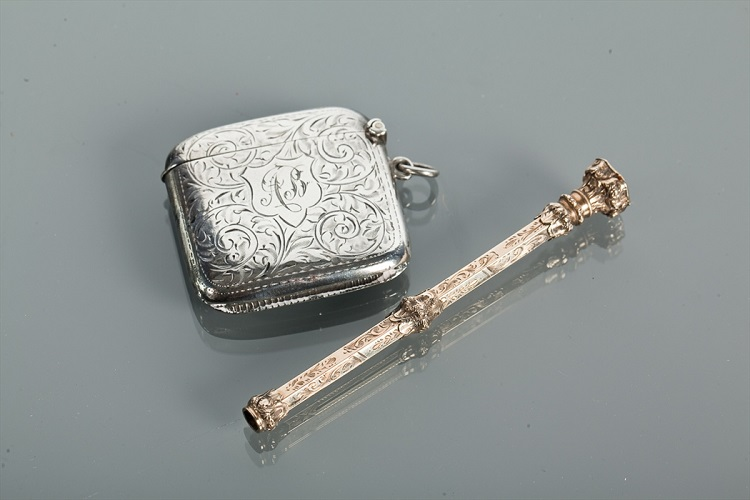 VICTORIAN GILT METAL PROPELLING PENCIL AND SILVER VESTA CASE the pencil 10cm long, the vesta case with engraving, 5cm high