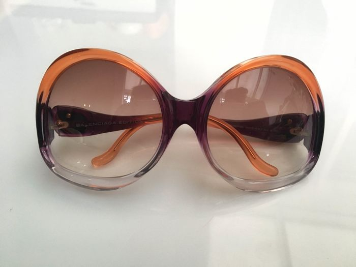 BALENCIAGA Sonnenbrille im Stil der 1960/70er Jahre