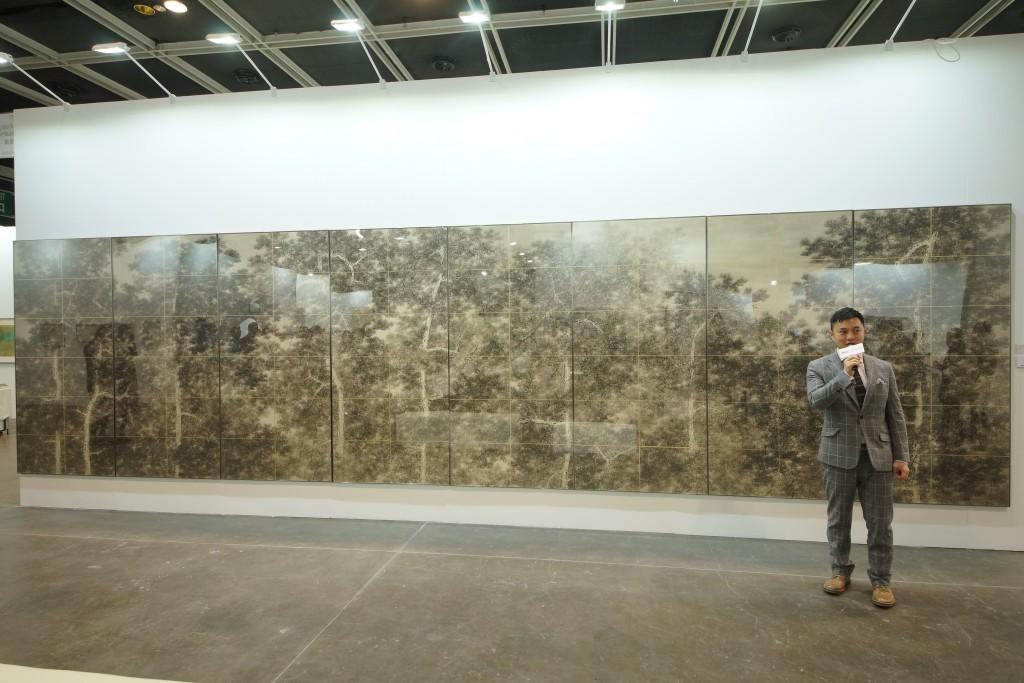 "Guan Weibang's large scale installation ""Song Bi dense"""