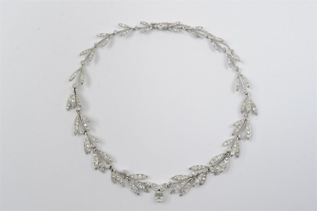 Collier Belle Époque or jaune, serti de 265 diamants (d'environ 25 ct), 1890-1900 Estimation: 20.000-25.000 EUR