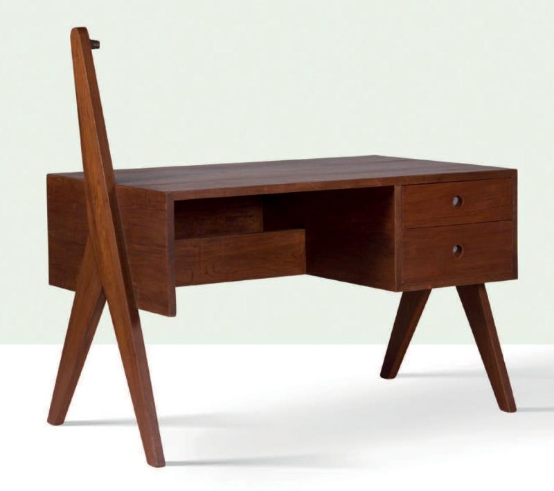 Pierre Jeanneret, table in teak. Estimated between 15 000 -20 000 euro. Photo: Aguttes.