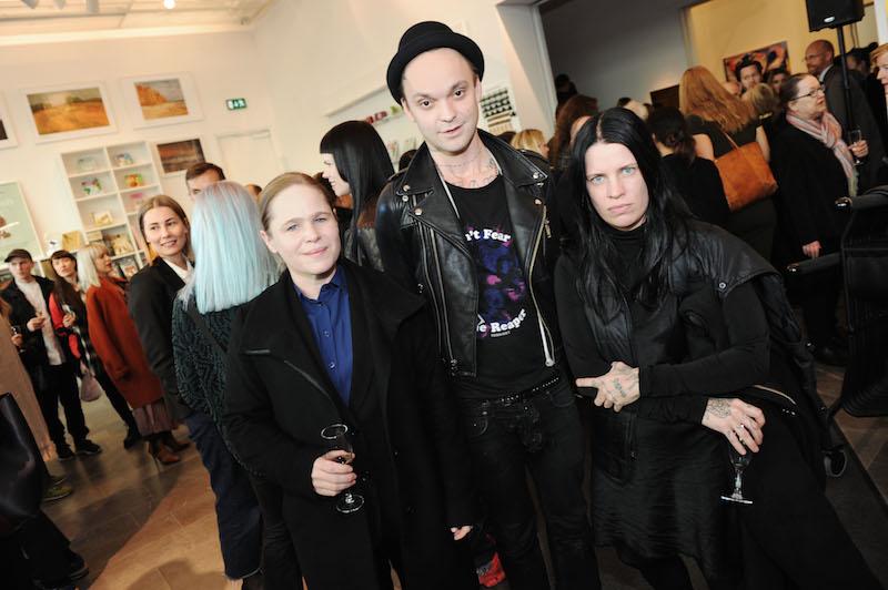 Hanna Liden och Linnéa Sjöberg med vän.
