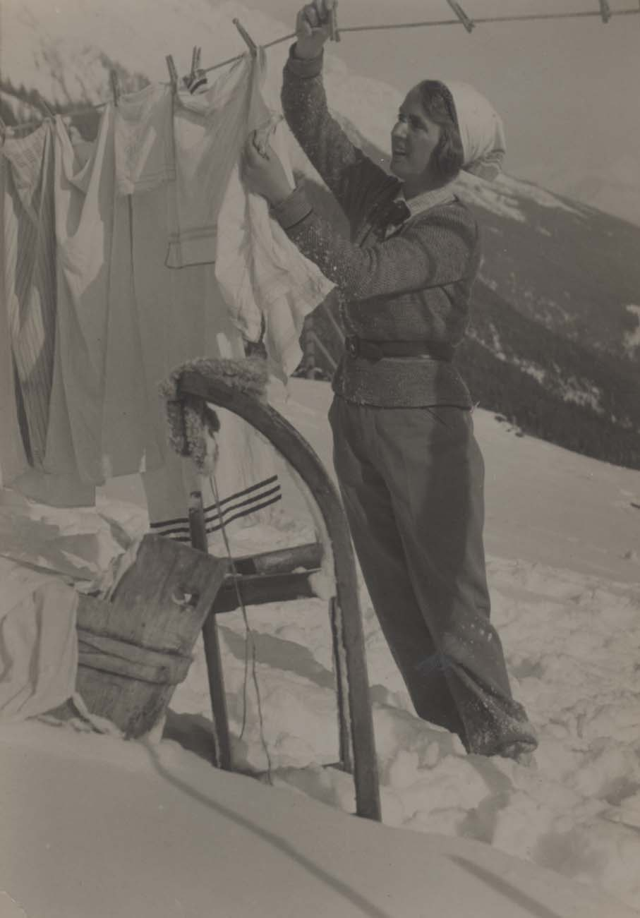 WOLFF, Dr Paul (E.O. HOPPE Archive). Hanging Out The Washing In The Snow, vers 1930 En vente chez Shapero Rare Books