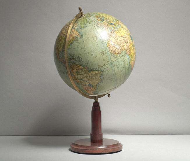 Globe Art Deco, circa 1925 Luke Honey Prix fixe: 500 €