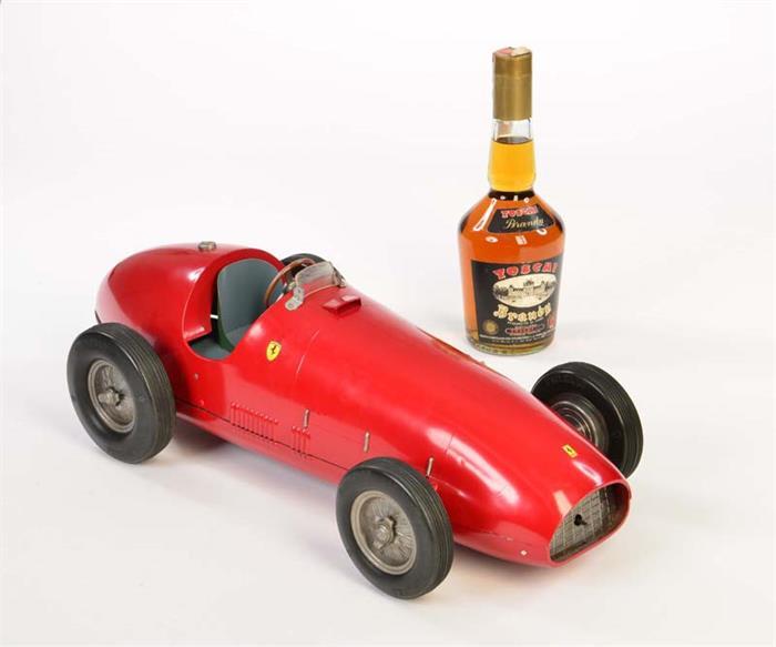 TOSHI - Ferrari mit original Brandyflasche