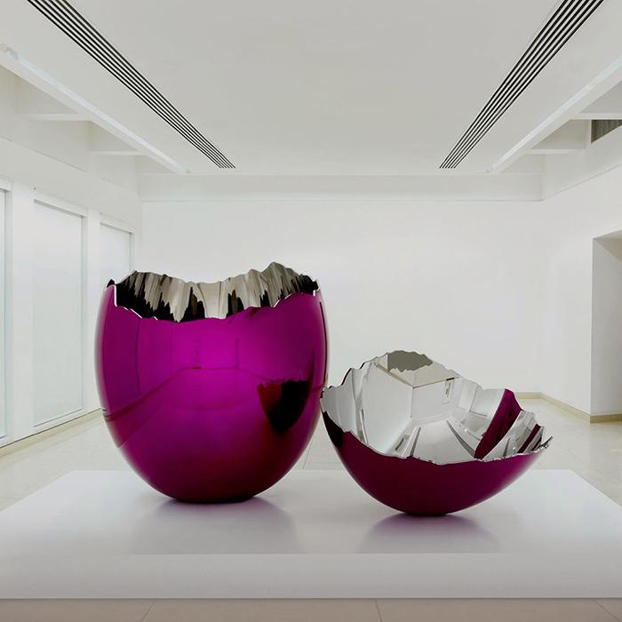 Jeff Koons, Cracked Egg (Magenta). Foto: knstrct.com
