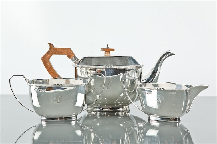 SILVER THREE PIECE TEA SERVICE of rectangular form, makers S and W, Sheffield 1937, approximately 1080g, the teapot 14cm high