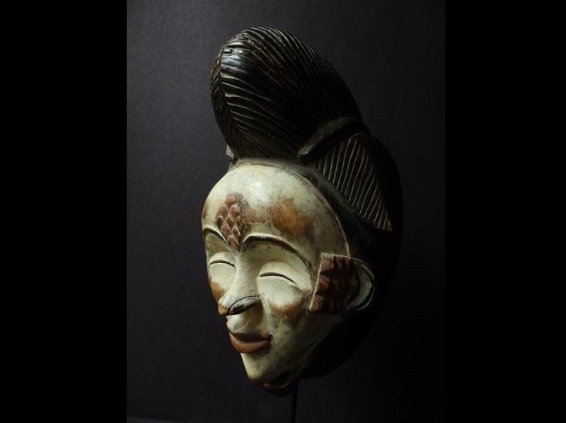 Máscara africana Okuyi. PUNU. Gabón
