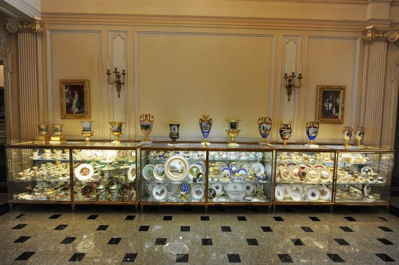 The porcelain collection inside Richard Baron Cohen's home. Image: Enid Alvarez/New York Daily News