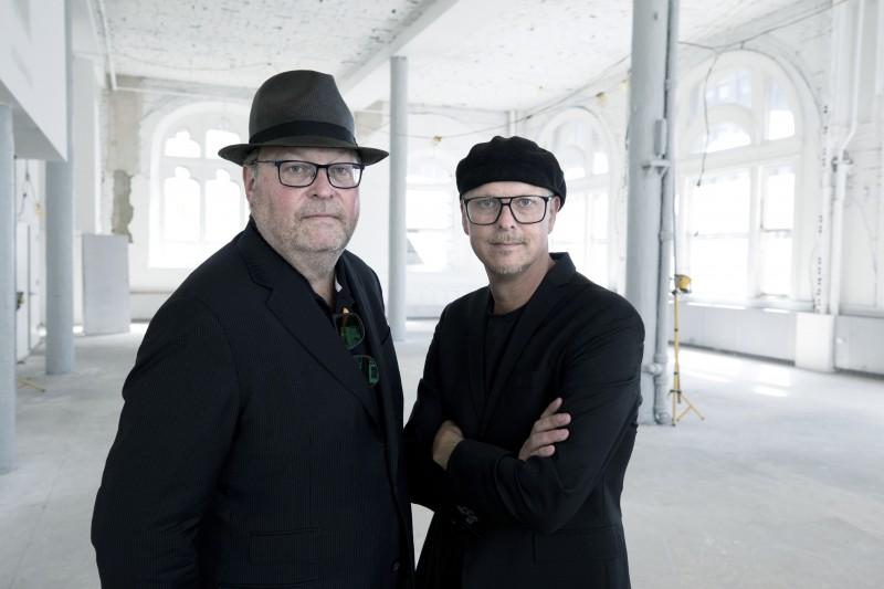 Jan och Per Broman inne i den fastighet i New York där Fotografiska öppnar under första hälften av 2019. Foto: Thomas Nilsson.