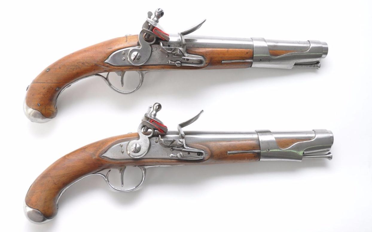 Paire De Pistolets A Silex Mod 1763-1766 En vente chez Cazo