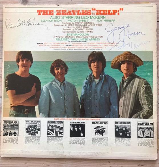 """Album """"Help"""" signé par les membre du groupe The Beatles"""