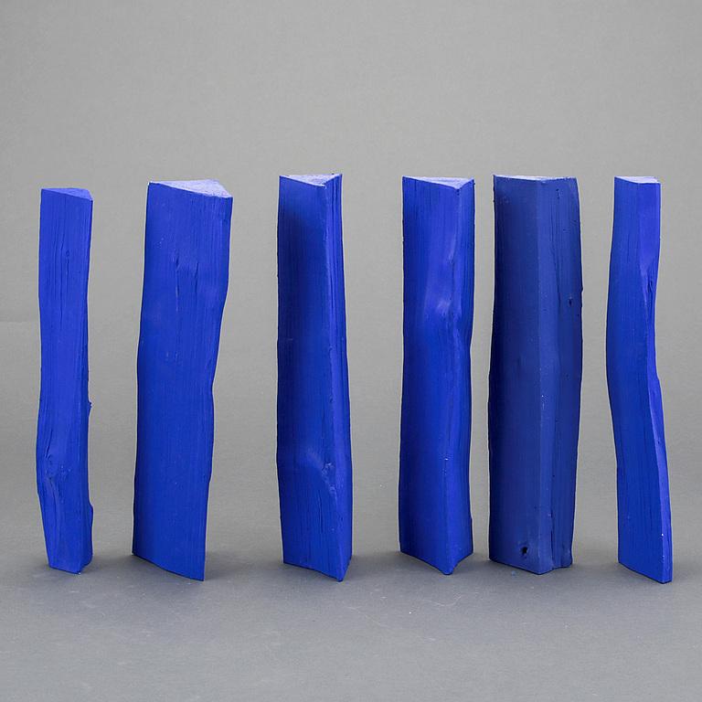 JONAS BOHLIN Skulptur, 6 delar, signerade. Bemålade vedträn. Längd ca 30 cm. 5 ac 6 vedträn signerade. Utropspris: 2 000 SEK. Bukowskis market