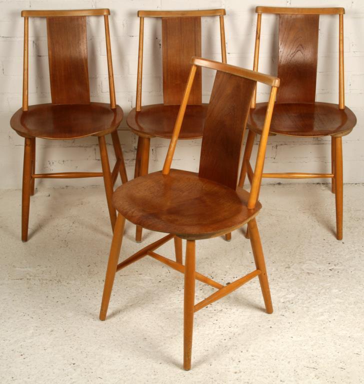 Fyra tokläckra stolar i Teakfanér från AB Tallåsenstolar.