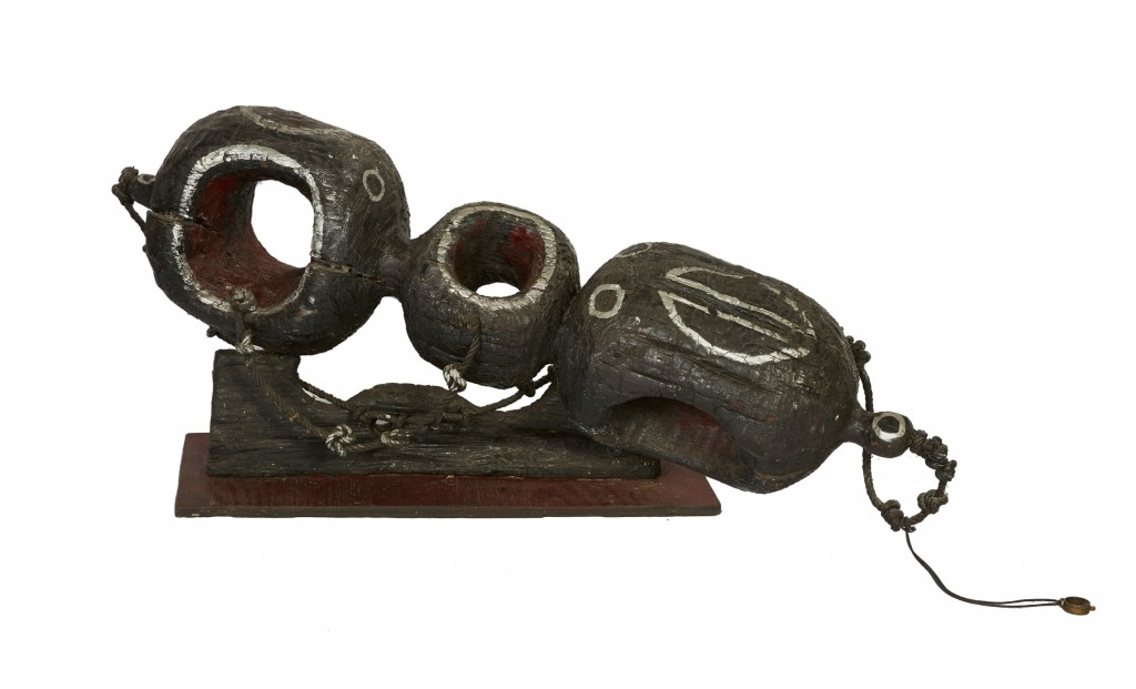Roger Chomeaux, dit Chomo, Petite modulation, sculpture en bois brûlé, image ©Estim Nation