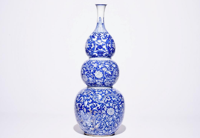 A large Chinese porcelain triple gourd vase, blue and white, Kangxi