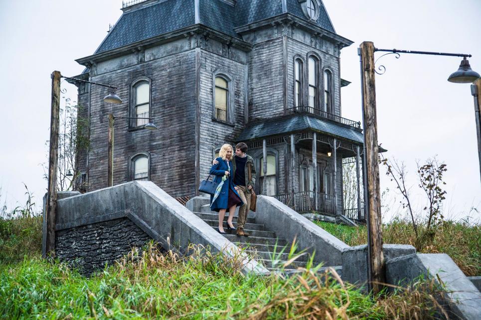 Das Wohnhaus der Bates auf einem Hügel hinter dem Motel