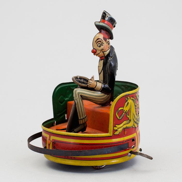 Gröna Lund i miniatyr. Den urverksdrivna runda radiobilen med 1930-tals karaktären Jiggs i litgraferad plåt från Gebrüder einfalt/Technofix ropas ut på Bukowskis Market för 15 000 kronor
