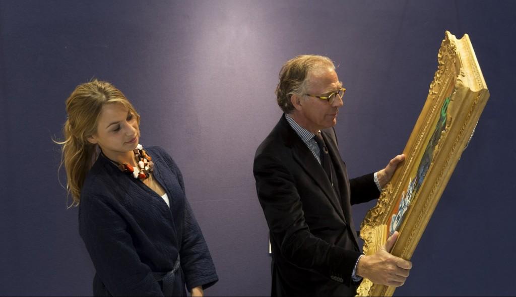 La catalogueuse Sophie Verhoeff et l'expert Rob Sneep