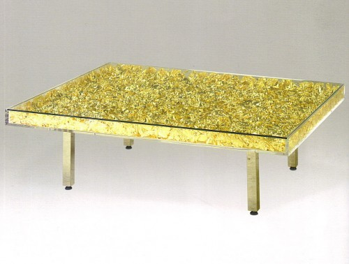 Klein-table-feuilles-dor-500x378