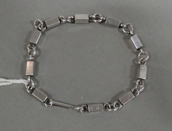 Wiwen Nilsson, armband, silver ringar och stavar, AN Lund 1958, L19cm. Utrop: 2 500 SEK.