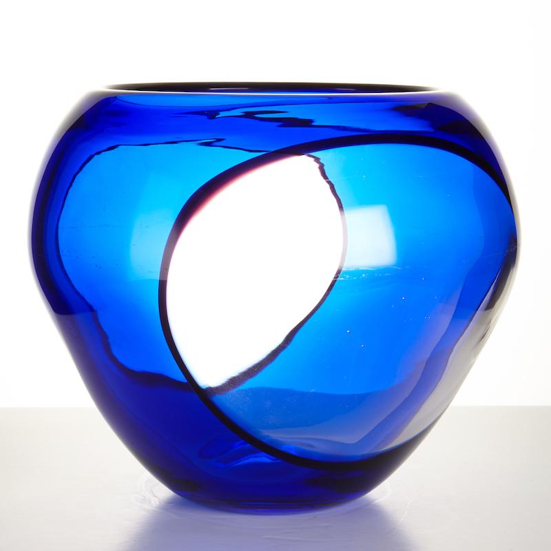 Gianni Versacis vas för Archimede Seguso i Italien ropas ut för 8 000 hos Stockholms Auktionsverk