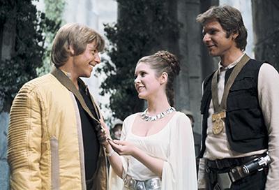 Prinzessin Leia mit Luke Skywalker (Mark Hamill) und Han Solo (Harrison Ford)