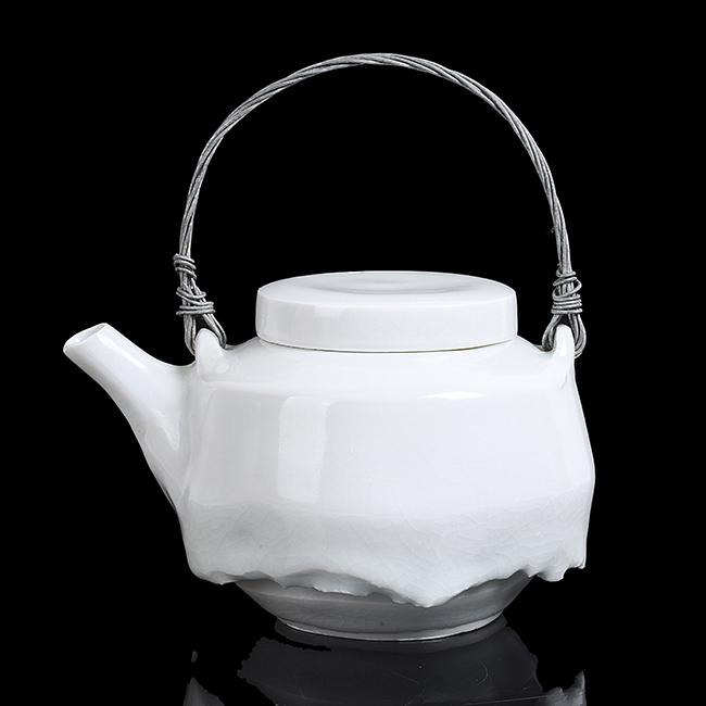 Edmund de Waal, 'Teapot', c. 1995. Photo: Maak