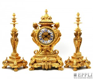 Neoklassizistische Kamingarnitur aus Bronze mit Pariser Pendulenwerk, Uhr H: 55 cm, Leuchter H: 51 cm, Paris um 1870/1900 Aufrufpreis: 3.500 EUR