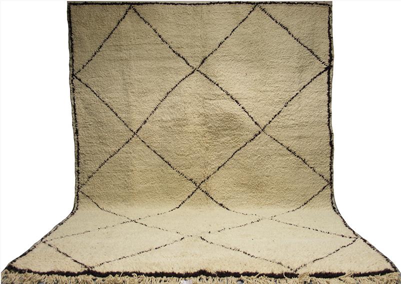 Marockansk Beni ourain matta som även kallas för Beni ouarain matta & Berber matta. Tillverkad av professionella hantverkare uppe i Atlas Bergen. Konstnärlig modern mönster med 100% ren ull & 100% naturlig färg. Tillverkad med en avancerad vävteknik för att skapa en en tjock och mjuk yta. Fast pris: 6 549 Sek. Benimarket